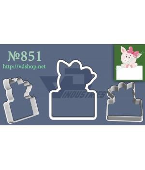 """Вырубка №851 """"Свинка с открыткой"""""""